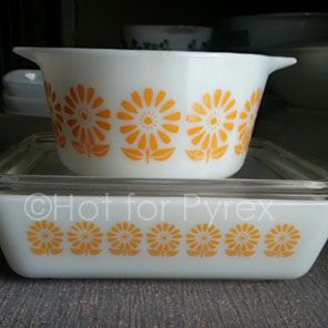 RARE Sunflower Pyrex.I've NEVER seen this before.I WANT IT! - ugh I Saw some of this today and I KNEW that I should have bought it