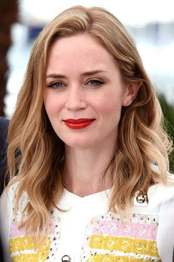 Red carpet hairstyle. Loose curls. - Emily Blunt. Celebrity hairstyle. Cannes 2015