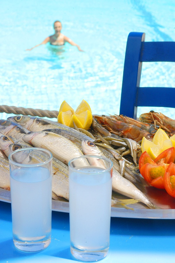 Fresh fish & ouzo from Syros island