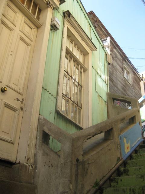 Escaleras - color pastel - en Valparaíso