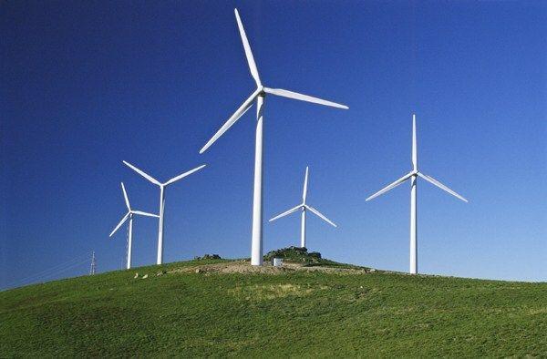 Parque eólico comienza sus trabajos de construcción en Argentina Ubicado a 21 kilómetros de Bahía Blanca, el parque eólico Corti tendrá una capacidad de 100 megawats a través de 29 aerogeneradores de 3,45 megawats cada uno, y la obra demandará unos 14 meses donde se empleará a unas 300 personas.  http://wp.me/p6HjOv-3LU ConstruyenPais.com