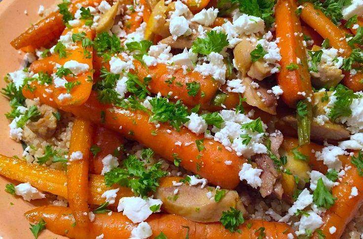 Het makkelijke budgetrecept van deze week: deze geroosterde bospeen met kip, bulgur en feta is rijk van smaak en ook nog eens goed voor je.