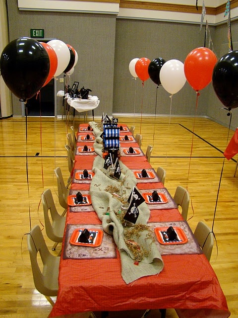 The balloons tied to the chairs added a lot to the decor and the kids loved them.Jake Parties, 4Th Birthday, Birthday Parties, Pirates Birthday, Pirates Parrrti, Pirates Parties, Pirates Tables, Parties Ideas, Fickle Pickles