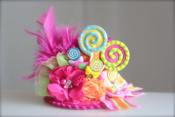 Having a Candyland themed party or photo shoot them this little hat is a must have! This gorgeous top hat is made with cotton fabrics. For an