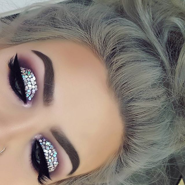 What happens when haters talk .. you just go extra for them them next day @anastasiabeverlyhills soft brown. .Moonchildglowkit @glitterinjections millenium @sweetheartlashes Sophia #abh #abhbrows #abhdipbrow #norvina #anastasiabeverlyhills #arabiiandoll #ghalichiglam #lilyghalichi #universodamaquiagem #universodamaquiagem_oficial #slave2beauty #brian_champagne #makeupslaves #melformakeup #tasteformakeup #linerandbrowss #hellobrows #browgame #benefit #moonchildglowkit #wakeupandm...