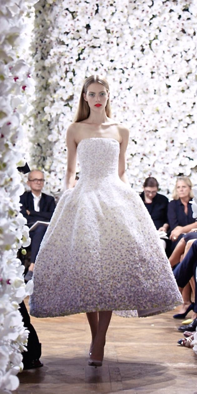 Beautiful white Christian Dior mademoiselle, blonde hair and red lips, catwalk, runway, fashionshow, fashionweek, white flowers and white dream dress, evening gown, gala
