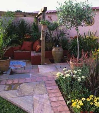 Mediterranean-style courtyard: Courtyards Gardens, Gardens Seats, Gardens Design Idea, Courtyards Idea, Small Yard, Mediterranean Gardens, Courtyards Design, Decoration Idea, Court Yard