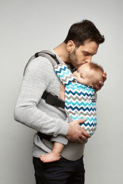 Baby carrier Zaffiro Care Blue zigzag. Ergonomic baby carriers are a fine option for parents who are aware how significant being close to the baby, touching the little one and paying attention are as regards the development of the child.