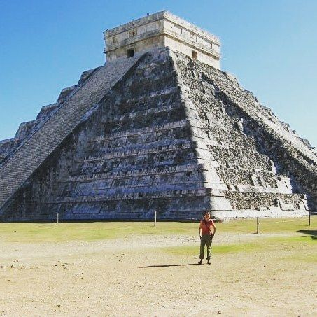 Want to visit Chichen Itza without the crowds? Book a hotel right at the gates and get up early. Hacienda Chichen Resort is an eco hotel with a back entrance to the site. Perfect!  #travelpic #instatravel #travelgirl #reizen #mexico #chichenitza #caribbean #ruins #maya #ruïnes #travelphotography #travelpassport #travelpassion #chocolate #chocolade #wearetravelers #wearetravelmoms #wearetravelgirls #honeymoon #eco #ecohotel #local #green