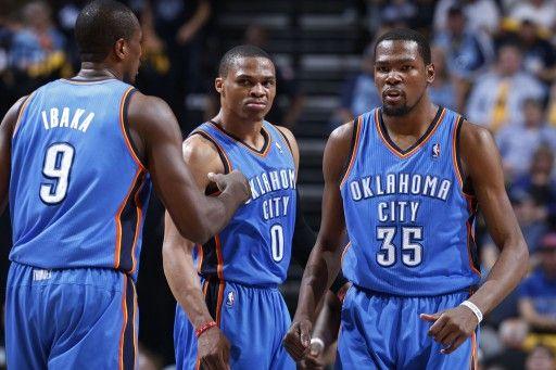 13-14NBAプレーオフ1回戦(7回戦制)メンフィス・グリズリーズ(Memphis Grizzlies)対オクラホマシティ・サンダー(Oklahoma City Thunder)第6戦。36得点を挙げたオクラホマシティ・サンダーのケビン・デュラント(Kevin Durant、右...
