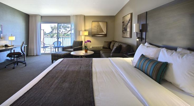 Executive Inn & Suites Oakland Oakland Offering views of Embarcadero Cove, this Oakland, California hotel features free transfers to Oakland International Airport, city centre attractions and public transport, along with guestrooms and suites with convenient amenities.