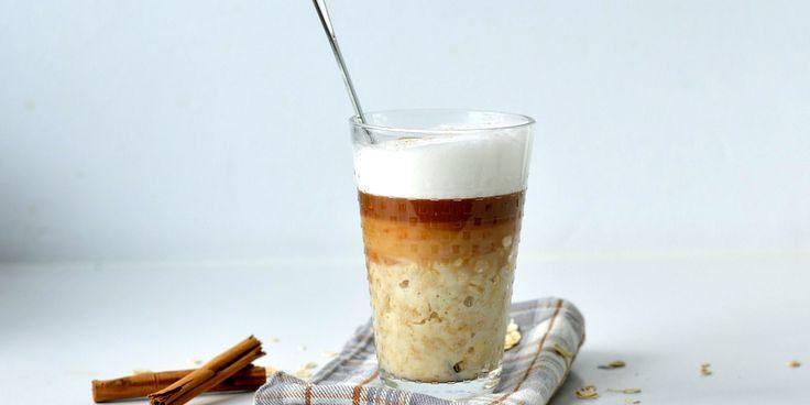 Hou jij van havermout en van een lekkere cappuccino? Met dit lekkere recept kun je de twee combineren in één glas. Check het recept snel op Fashionlab!