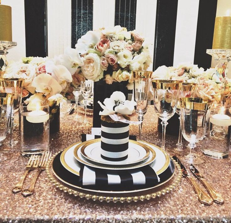 Black and cream and gold tabletop decor. Great for weddings and parties. LOVE THE GOLD TABELTOP!
