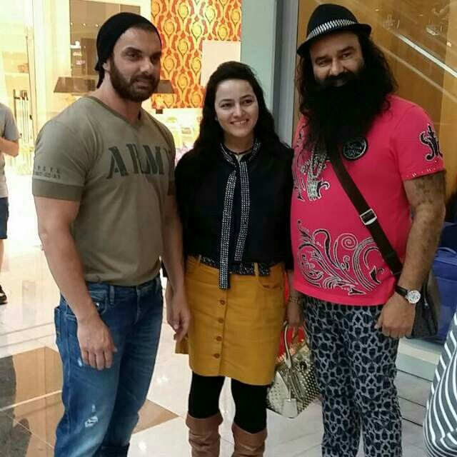 Gurmeet Ram Rahim with daughter Honeypreet Insan and Sohail Khan during the promotions of MSG The Messenger.