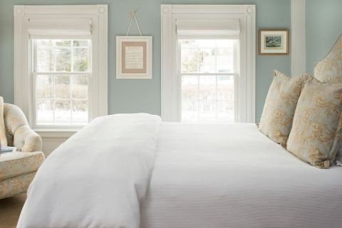 est Time To Buy: May  Memorial Day mattress sales are really a thing, according to CNBC. The retailers get their new models in, so the previous year's mattresses are super cheap. Check out Casper, Overstock.com or Sleepy's for popular styles.