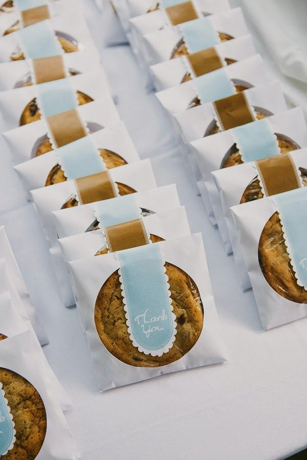guests would LOVE cookies as #wedding favors- here they are in blue, yellow and white