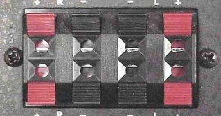 Como instalar um amplificador sem entradas RCA. Instalar um amplificador no sistema de áudio do seu carro pode parecer complicado, mas instalar um sem entradas RCA pode ser um grande desafio. Os sistemas mais antigos geralmente não possuem entradas RCA, mas só porque você possui um sistema mais antigo não significa que não possa adicionar um amplificador para dar potência adicional aos seus ...
