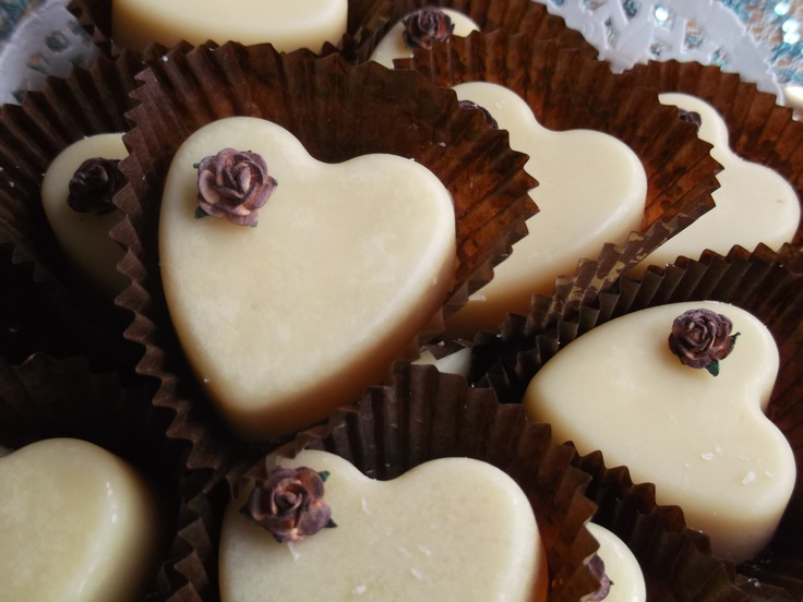 Chocolate lovers beware! These Bath Melts are scented with a base of dark chocolate and layered with touches of fig, orange zest, almonds, and a hint of vanilla. Utterly gorgeous!  30g each £6.00 per bag of 3 plus p