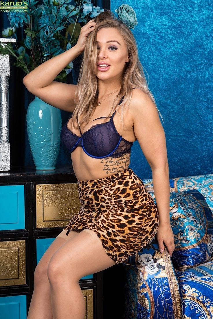 Beth Bennett Nude Photos 63
