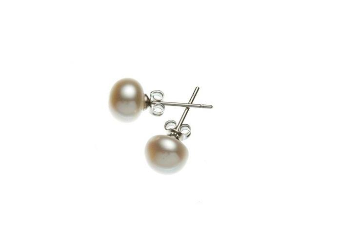 Beautiful pair of fresh-water pearl earrings