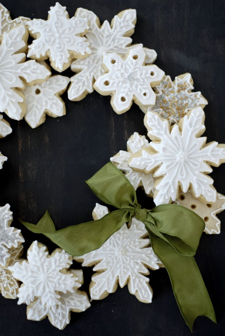 cookies laid out in the form of a wreath........ this would be great  with salt dough so you could use it year after year.