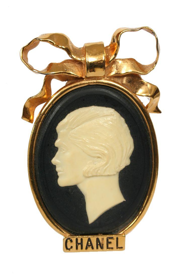 Chanel vintage black/gold cameo brooch