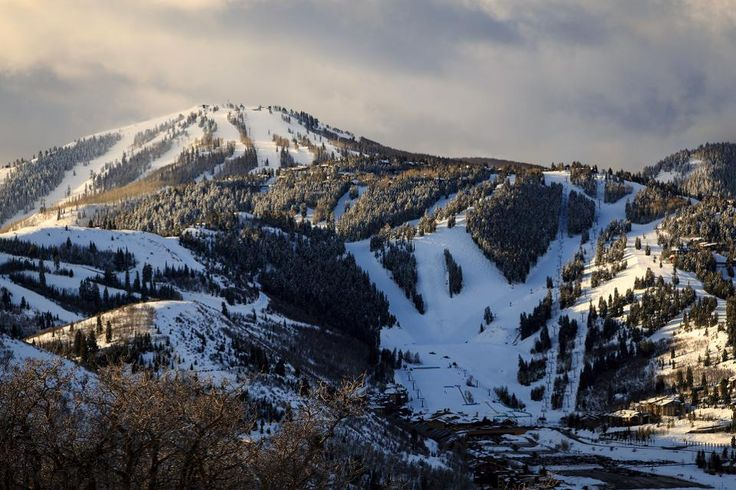 Deer Valley, the luxury ski resort in Utah, is the latest acquisition of a new resort group that is seeking to challenge the dominance of Vail Resorts.
