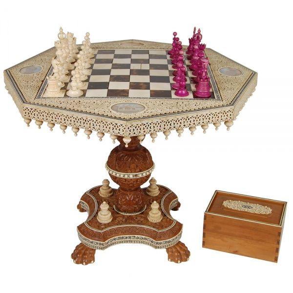 Chess Set Indiano de Visakhapatnam Coluna central, tabuleiro e peças em sândalo, marfim