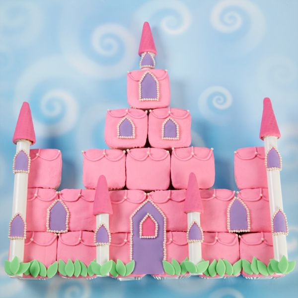 Imagine your little girl's delight when she sees this Enchanted Castle cupcake scene at her birthday party! Our Bar Pan gives cupcakes a square shape, perfect for building the castle.