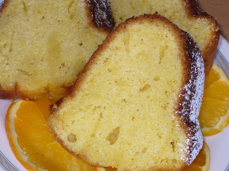 Změklý tuk s curem a žloutky ušleháme do pěny. Mouku, kypřící prášek,sůl a pomerančovou kůru smícháme a střídavě s pomerančovou šťávou vmícháváme...