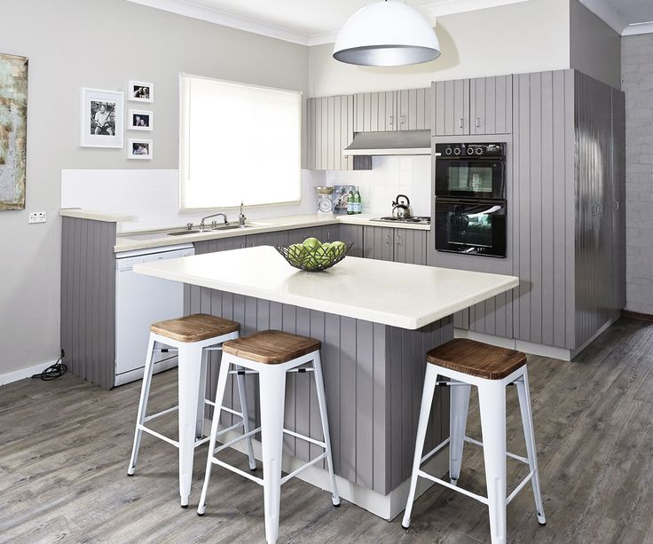 """Give your dated and daggy kitchen a fresh and contemporary new look with a [budget DIY renovation](http://www.homestolove.com.au/the-5-secrets-of-budget-kitchen-renovations-1776 target=""""_blank""""). Photo: Cherie Barber / *homes+*: [object Object]"""