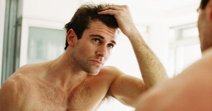 Tratamentos no couro cabeludo para a queda de cabelo. A queda de cabelo pode ser um sinal constrangedor do envelhecimento ou de alguma doença no organismo. A condição pode ser tratada e revertida através de uma combinação de tratamentos naturais e assistência médica, tanto para o couro cabeludo quanto para os fios de cabelo.