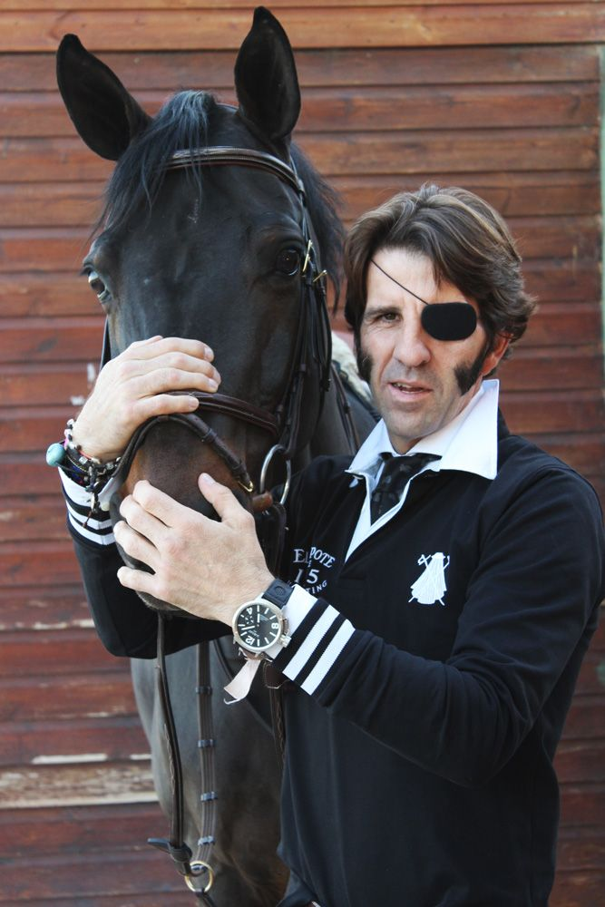 Juan José Padilla con el nuevo polo rugby negro