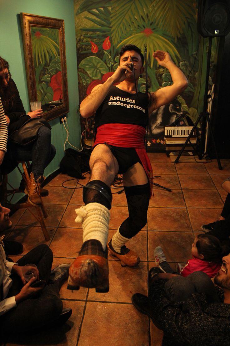 Rodrigo Cuevas, agitador folklórico y sex symbol de la copla