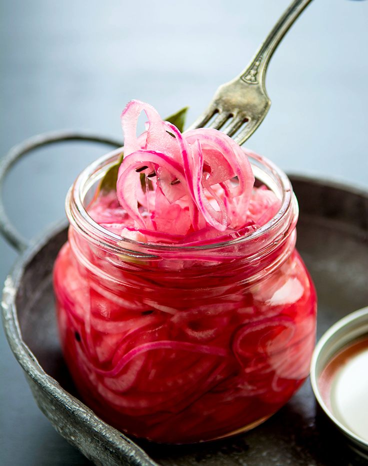 Quick & Easy Pickled Red Onions   Picture the Recipe