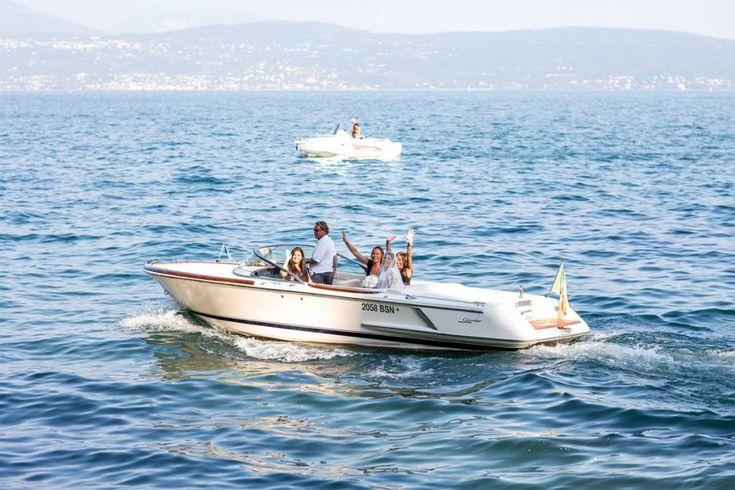 Sul Lago di Garda Il paesaggio incantevole, con le sue sponde rocciose che si specchiano nel blu profondo delle acque, renderanno il vostro matrimonio indimenticabile.