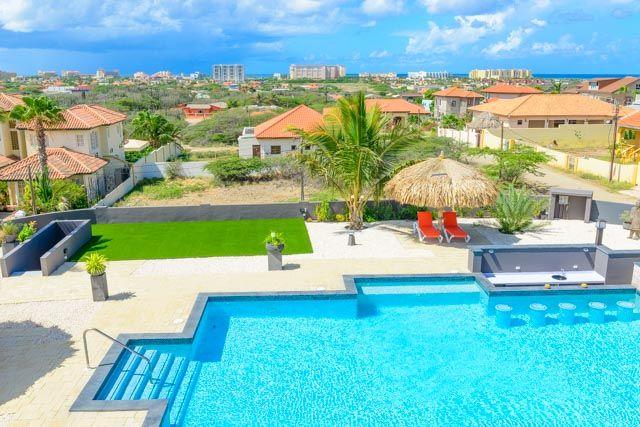 Als perfectie uw wens is en logeren in een meesterwerk, dan hebt u dat hier gevonden op Aruba bij Villa Royale. Geniet van Aruba op de meest luxueuze manier en in volledige privacy in de Kamay Hills en om de hoek van het Ritz Carlton. De Italiaanse marmeren Grand Villa is zeel comfortabel en van…