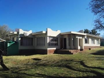 This four bedroom home is located a couple of minutes drive from Northridge Mall and the N1 on Eeufees Road. The large erf and location offers excellent opportunity for investors and business owners. There is enough space for parking and excellent exposure for advertising your business.  The home offers two bathrooms, four bedrooms with an large open plan living and kitchen area. There is a study as well and the owner has installed two 5000lt water tanks. This is a lovely sunny North facing…