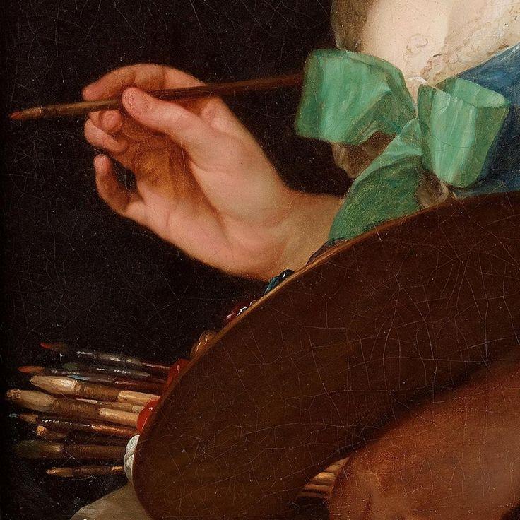 Dettagli 3. Anna Vallayer-Coster: Autoritratto. Olio su tela, del 1783. Cm 72 x 59. Collezione privata. La tavolozza pronta con i colori sul bordo, i pennelli tenuti nella mano, s'è soffermata un momento per guardarsi allo specchio, con il pennello carico di pigmento e la mano a mezz'aria.