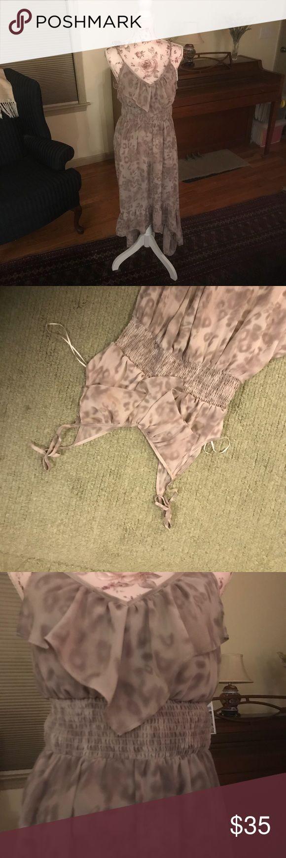Flowey Highlow animal print Guess dress🔥🔥🔥 Flowey chiffon Highlow dress with ruffled trim and detailing. Good summer dress! Make me an offer! Guess Dresses High Low