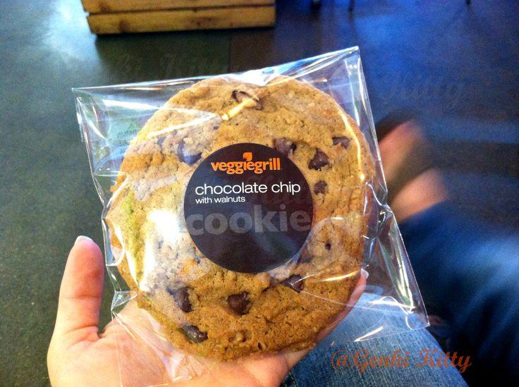 Veggie Grill: Chocolate Chip Cookie with Walnuts.  #veggiegrill #california #vegan #genkikitty
