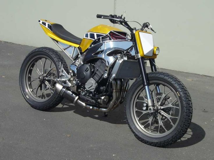 The paint job reminds me of my old YZ 80.....Yamaha R1 Gregg's Customs as featured in SIDEBURN #9