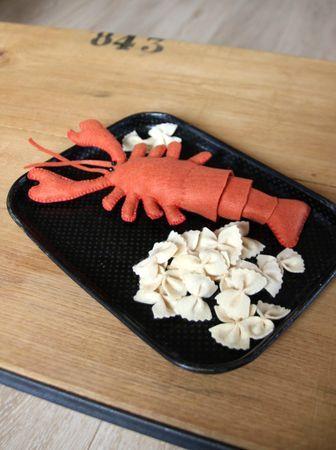homard et pates fraîches en feutrine pour marchande. Barnabé aime le café