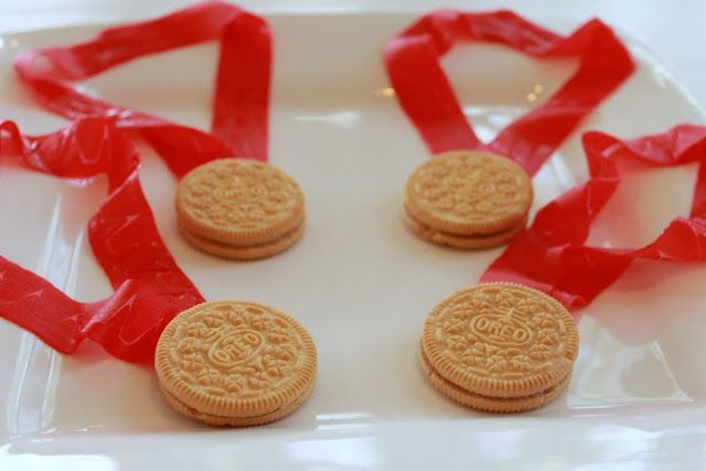 {Tutorial} -- Oreo Olympic Gold Medals Dessert - Mirabelle Creations