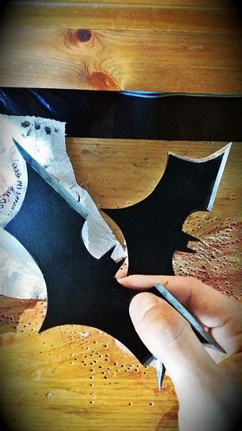 https://s-media-cache-ak0.pinimg.com/736x/2e/26/07/2e26076ed72d091de6a47b0f662ee848--batman-batarang-dark-knight.jpg Batman