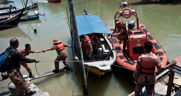 Pelo menos 13 pessoas morreram hoje (3) no Estreito de Malaca (principal passagem marítima entre os ...