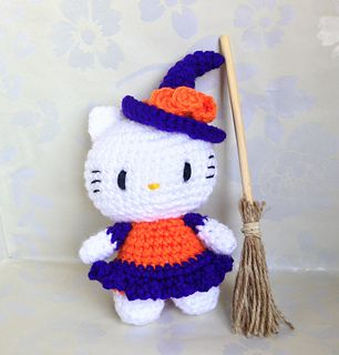 The pattern is written in English using US crochet terminology. Instructions are easy to follow if you are familiar with basic crochet techniques.