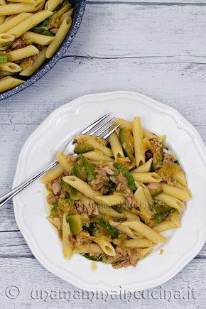 Un primo piatto semplice a base di pesce, delicato, gustoso e veloce da da preparare. Il sugo al tonno senza pomodoro è adatto anche ai bambini.