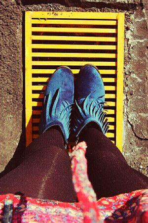 Botines con Barbas para Mujer en Color Azul. Los mejores amigos de todas las chicas, siempre listos para completar nuestros outfits sea invierno o sea verano; estamos hablando claro de los zapatos de mujer. Adorna tus piernas y todos tus looks con increíbles zapatos de mujer que reflejen tu estilo y acompañen tu ropa y que incluso sean el centro de atención. Encuentra los modelos más increíbles de zapatos de mujer en Fashoop visitando https://www.fashoop.com/mujer/zapatos-de-mujer.html