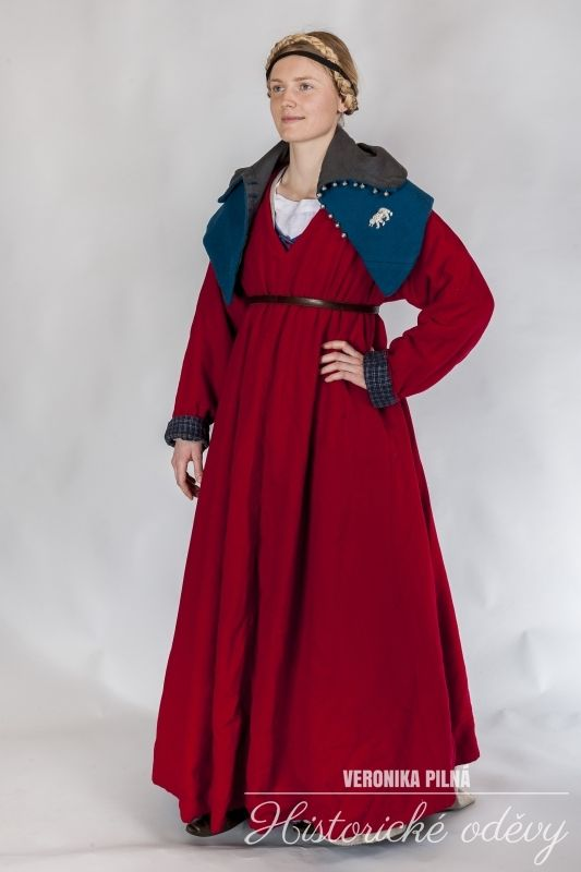 15. century wool dress for town woman with blue wool cape